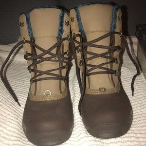 The North Face Woman's Chilkat III 7.5